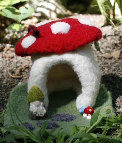 Mini Mushroom Dwelling Needle Felting Kit