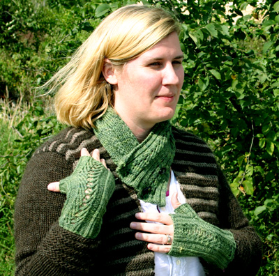 Cozy Weekend Neck Warmer and Fingerless Mittens Pattern