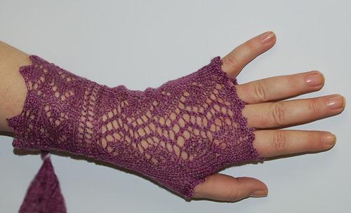 CROCHETED LACE GLOVE PATTERN - Crochet and Knitting Patterns