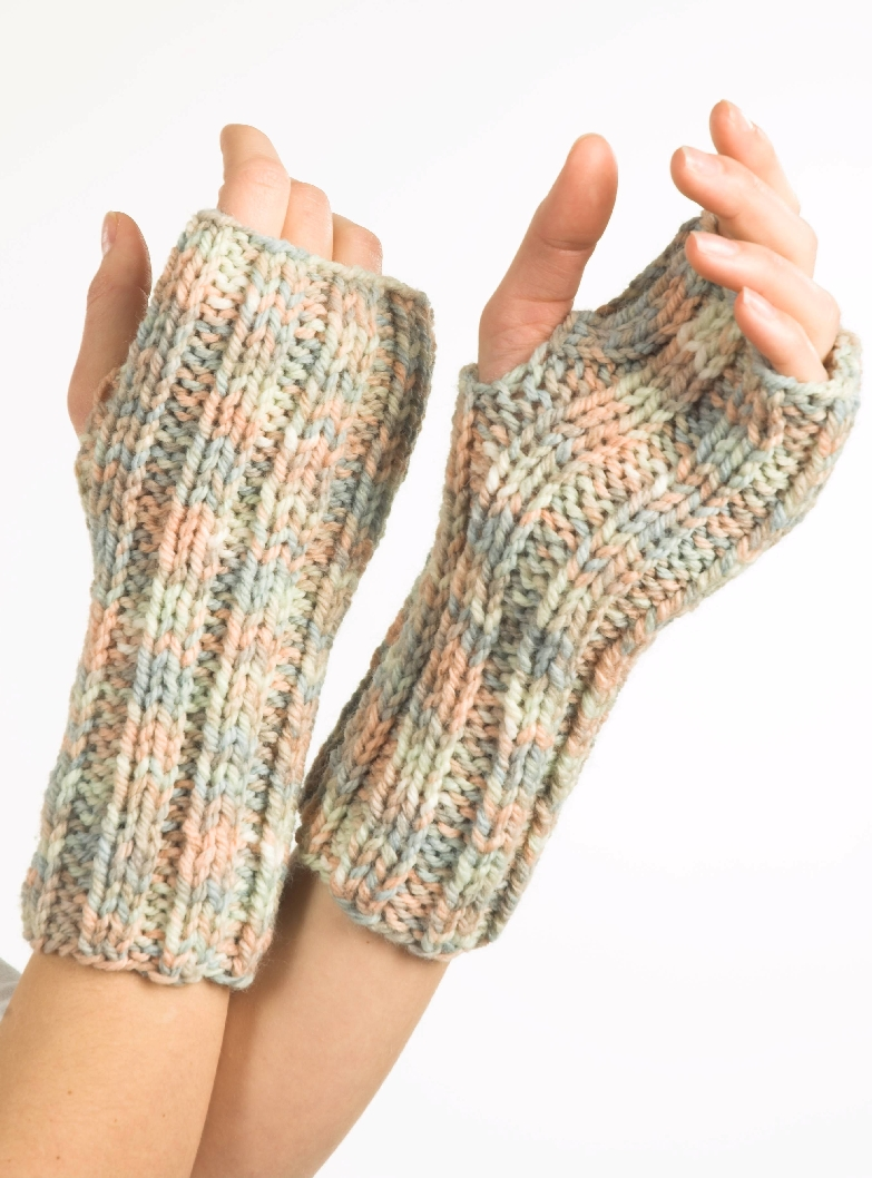 Encore Chunky Fingerless Gloves Pattern - F237